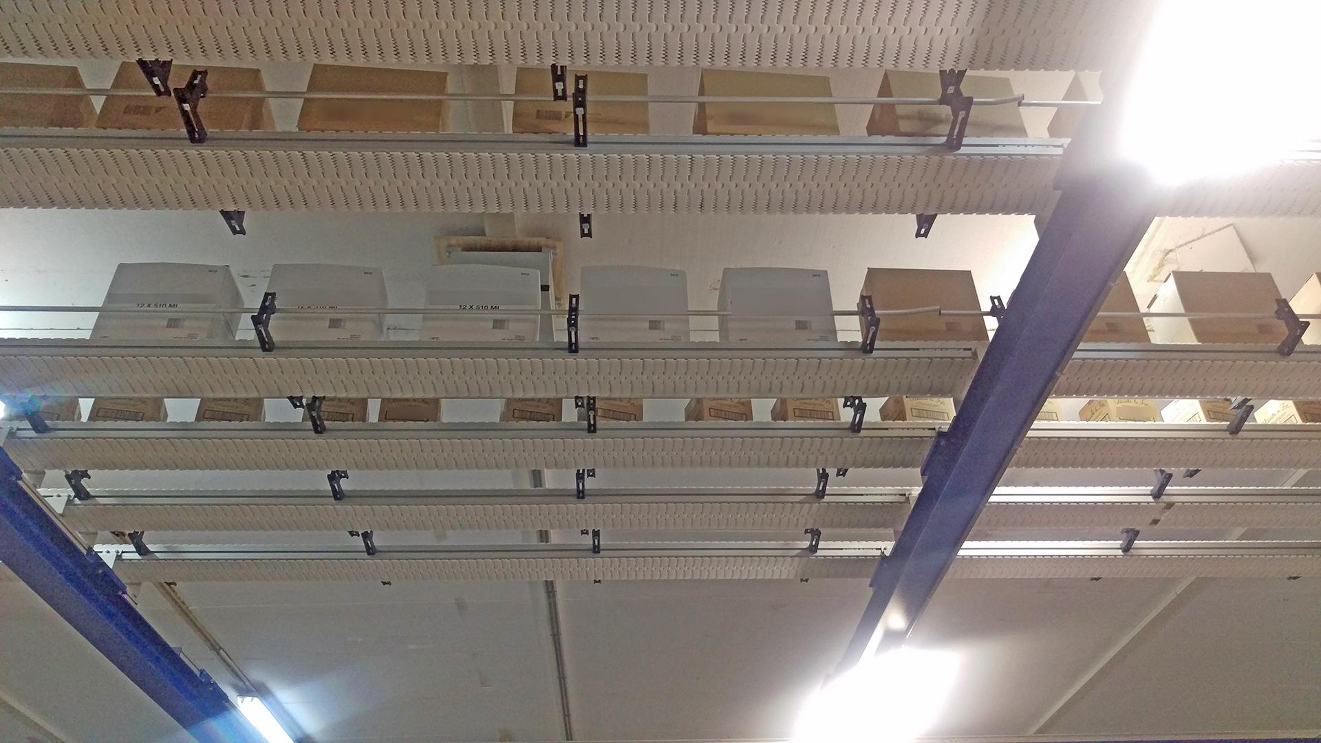 convoyeurs Carryline destinés à accumuler les produits a été installé en hauteur I